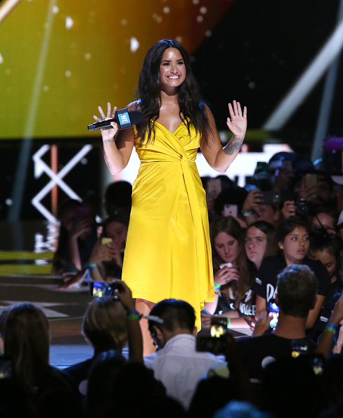 Demi Lovato「Selena Gomez, Alicia Keys, Demi Lovato, Bryan Cranston, DJ Khaled, Miss Piggy And More Come Together At WE Day California To Celebrate Young People Changing The World」:写真・画像(9)[壁紙.com]