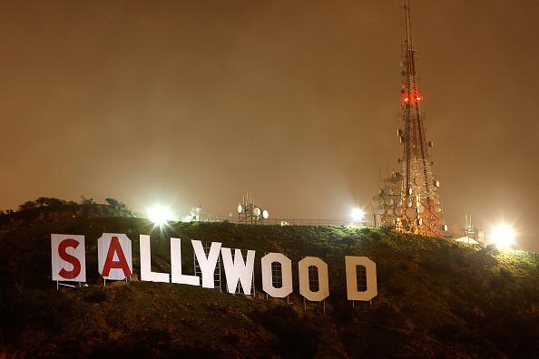 Hollywoodland「Famed Hollywood Sign Covered In Protest Of Possible Peak Development」:写真・画像(17)[壁紙.com]