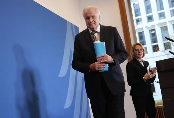 Seehofer Confirms Dismissal Of Domestic Security Agency Head:ニュース(壁紙.com)