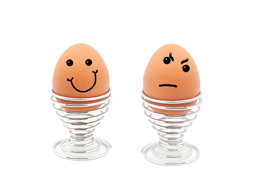 Contrasts「Two eggs in egg cups with happy and sad faces」:スマホ壁紙(12)