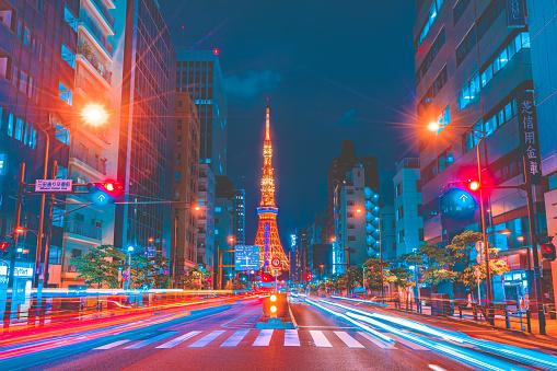 Minato Ward「Tokyo Tower spotlit dusk overlooking zooming traffic city streets Japan」:スマホ壁紙(2)