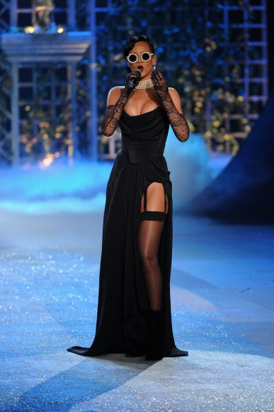 Black Color「2012 Victoria's Secret Fashion Show - Performance」:写真・画像(12)[壁紙.com]