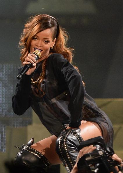 歌う「Rihanna And A$AP Rocky Perform At The Staples Center」:写真・画像(14)[壁紙.com]