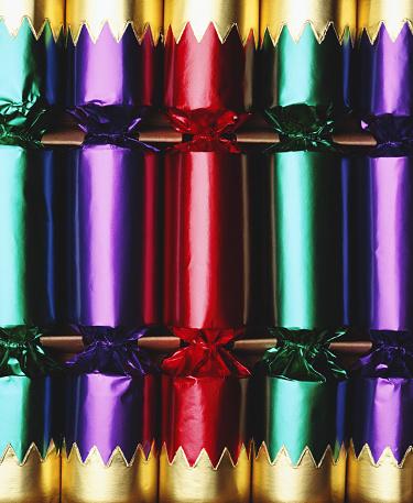 Christmas Cracker「Coloured Christmas crackers, close-up (full frame)」:スマホ壁紙(9)