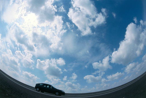 Fish-Eye Lens「blurred side profile of a car」:スマホ壁紙(13)