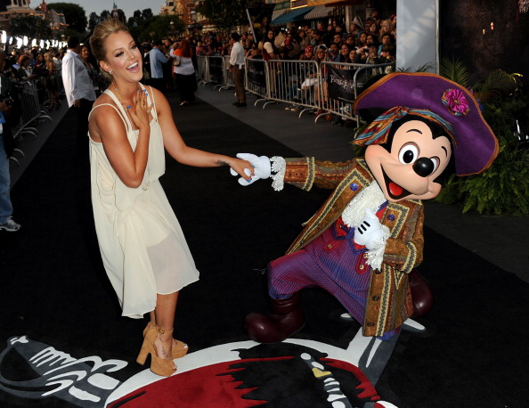 ミッキーマウス「Premiere Of Walt Disney Pictures' 'Pirates Of The Caribbean: On Stranger Tides' - Red Carpet」:写真・画像(18)[壁紙.com]