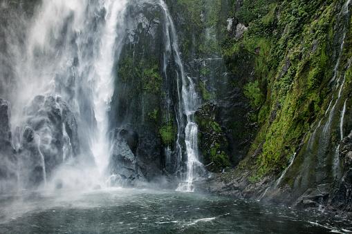 New Zealand「Stirling Falls at Milford Sound in Fiordland National Park, New Zealand」:スマホ壁紙(2)