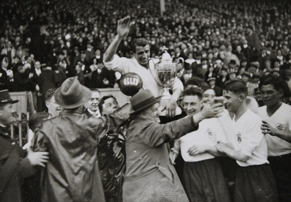 Nice - France「Football. After The Triumph Of Excelsior Athlétic Club De Roubaix. The Football Team And . Colombes. 1933. Photograph.」:写真・画像(13)[壁紙.com]