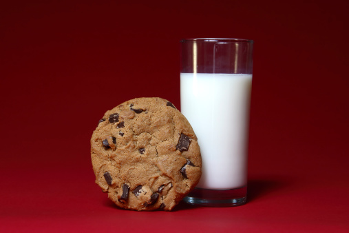 Milk Chocolate「Milk and Cookie on Red」:スマホ壁紙(8)