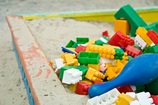 Sand Trap「Child's wooden sandbox piled with multicolored plastic block pieces」:スマホ壁紙(5)