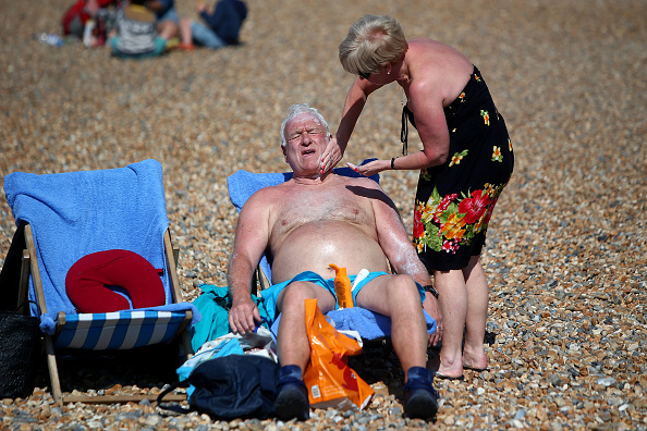 Relaxation「UK Basks On The Hottest Weekend Of The Year」:写真・画像(10)[壁紙.com]