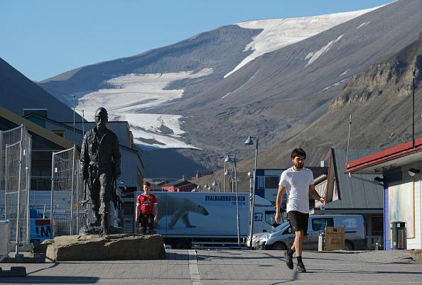 Svalbard Islands「Summer Heat Wave Hits Svalbard Archipelago, Far North Of The Arctic Circle」:写真・画像(2)[壁紙.com]