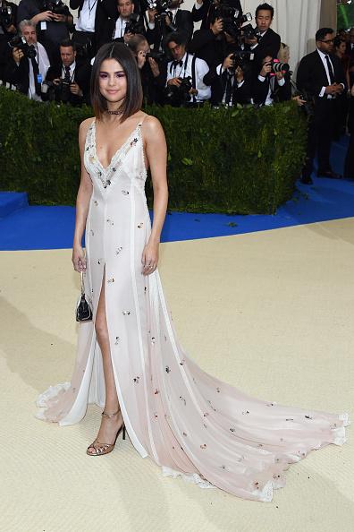 "Selena Gomez「""Rei Kawakubo/Comme des Garcons: Art Of The In-Between"" Costume Institute Gala - Arrivals」:写真・画像(11)[壁紙.com]"