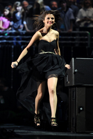 Strapless「Z100's Jingle Ball 2010 Presented By H&M - Show」:写真・画像(17)[壁紙.com]