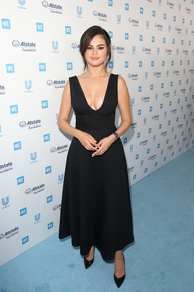 Plunging Neckline「WE Day California Celebrates 16,000 Youth Leading Lasting Change in America」:写真・画像(6)[壁紙.com]
