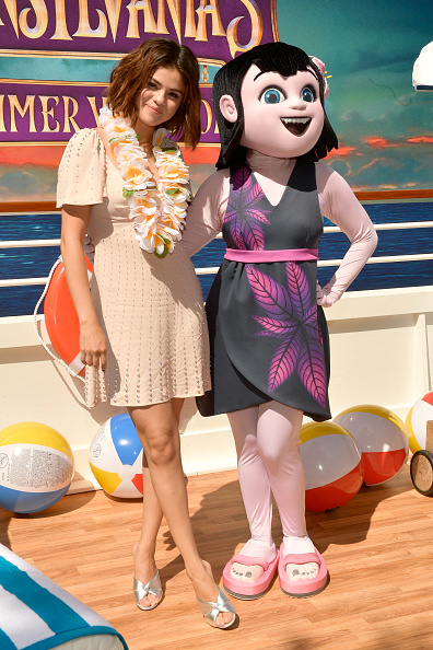"Selena Gomez「Photo Call For Sony Pictures' ""Hotel Transylvania 3: Summer Vacation""」:写真・画像(18)[壁紙.com]"