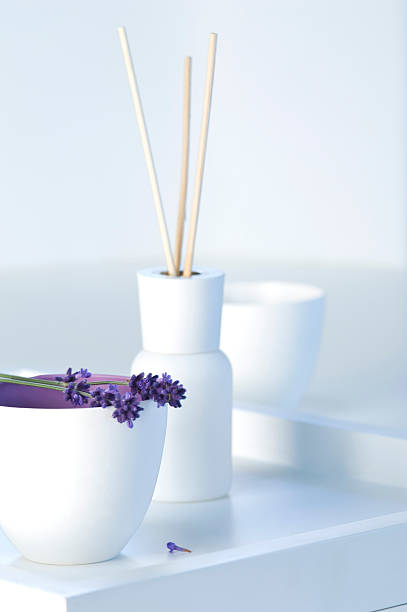 Lavender flowers with aroma sticks in tray:スマホ壁紙(壁紙.com)