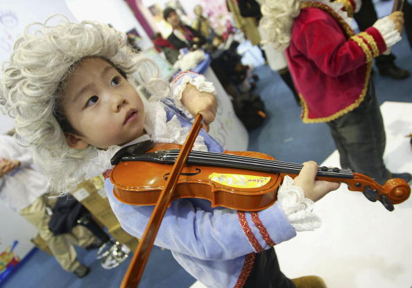 Violin「BabyFair2005 Attempts To Tackle Low Korean Birth-rate」:写真・画像(4)[壁紙.com]
