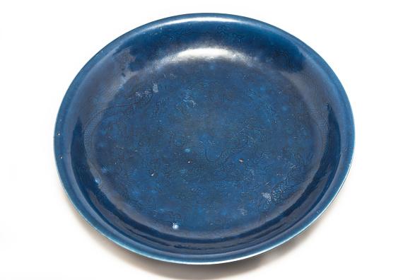 雲「Deep Blue Dish With Carved Dragon Design 1522-1566」:写真・画像(15)[壁紙.com]