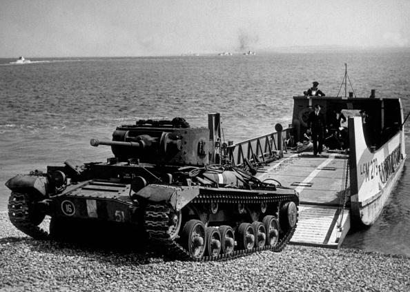 Disembarking「Unloading A Tank」:写真・画像(11)[壁紙.com]