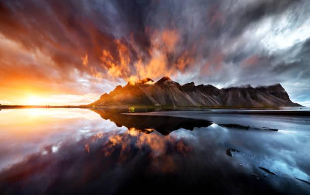 perfect wiev of the sunset behaind vestrahorn mountain:スマホ壁紙(壁紙.com)