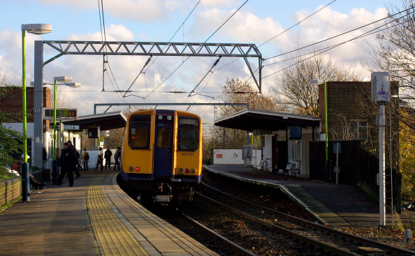 Finance and Economy「A Silverlink Metro service at Kensal Rise station on the North London Line」:写真・画像(6)[壁紙.com]