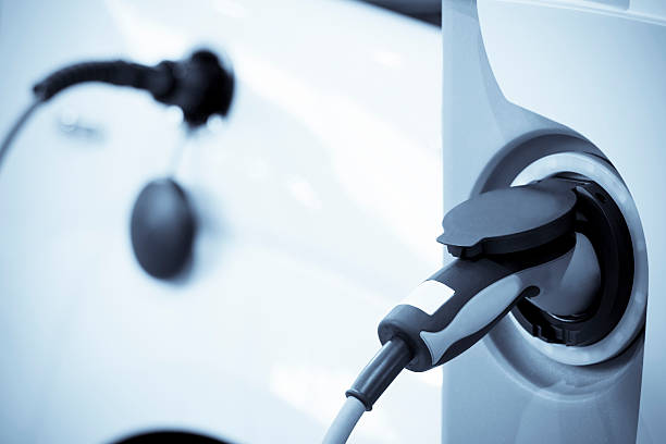 Electric vehicle charging, focus on foreground:スマホ壁紙(壁紙.com)