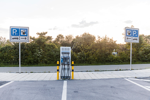 Electronics Industry「Electric Vehicle Charging Station at the motorway」:スマホ壁紙(7)