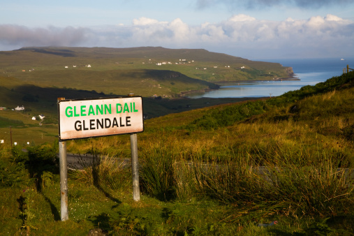 Bilingual「Sign for Glendale in Gaelic and English」:スマホ壁紙(7)