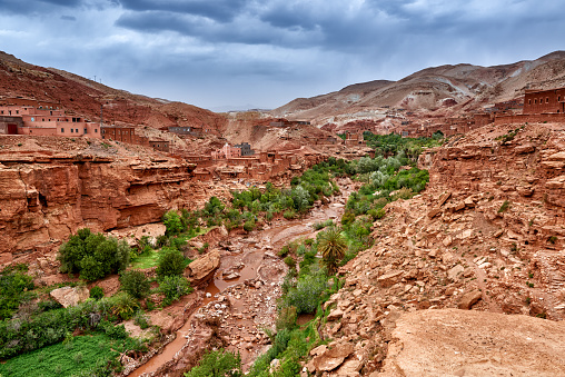 Atlas Mountains「berber village with clay buildings in a valley」:スマホ壁紙(13)