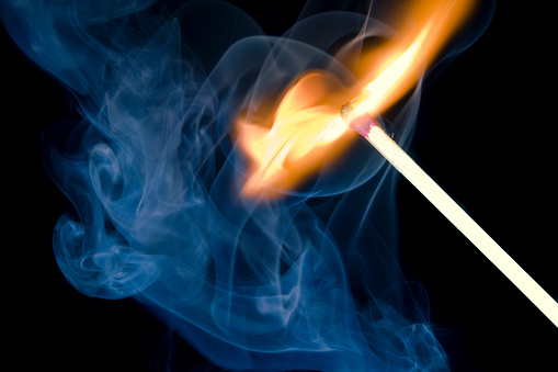 Flare Stack「Burning match in smoke on black background」:スマホ壁紙(16)