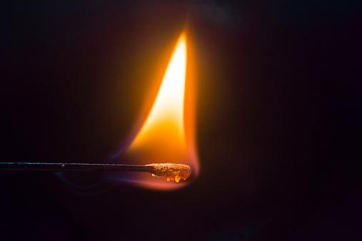 Flame「Burning matchstick」:スマホ壁紙(4)
