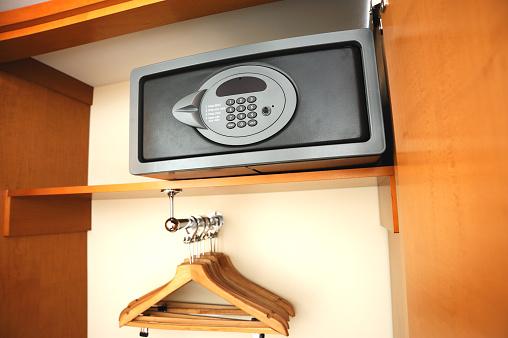 Safety「Electronic safe in hotel's wardrobe」:スマホ壁紙(15)