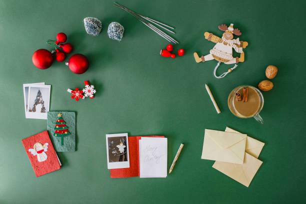 Writing Christmas cards:スマホ壁紙(壁紙.com)