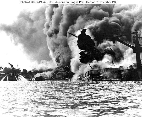 Pacific War「USS Arizona During Pearl Harbor」:写真・画像(4)[壁紙.com]