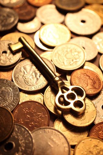 Prosperity「Golden Skeleton Key on a Pile of Coins」:スマホ壁紙(19)