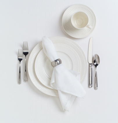 Napkin「White Table Place Setting with Dishes」:スマホ壁紙(2)