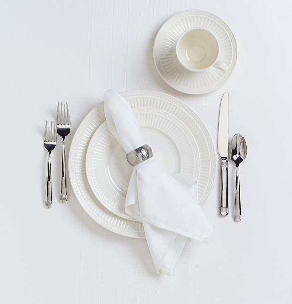 White Table Place Setting with Dishes:スマホ壁紙(壁紙.com)