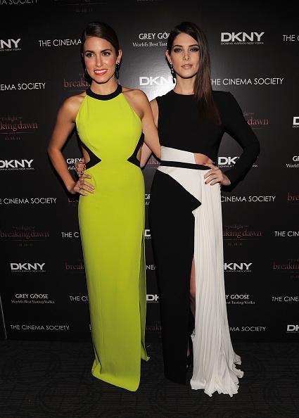 アシュリー グリーン「The Cinema Society & DKNY Host A Screening Of 'The Twilight Saga: Breaking Dawn - Part 1' - Inside Arrivals」:写真・画像(12)[壁紙.com]