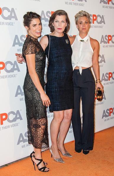 ミラ・ジョヴォヴィッチ「ASPCA Honors Kaley Cuoco-Sweeting And Nikki Reed - Arrivals」:写真・画像(8)[壁紙.com]
