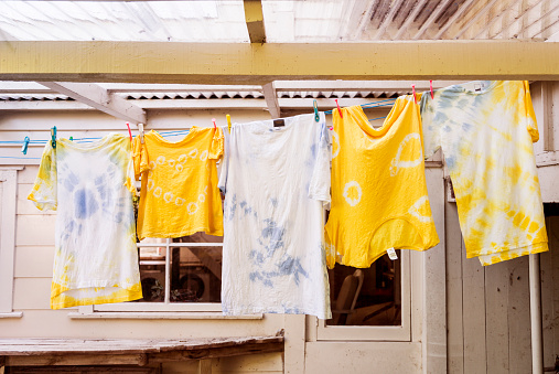 Music Festival「A family of tie dyed tee shirts hang on the washing line」:スマホ壁紙(5)