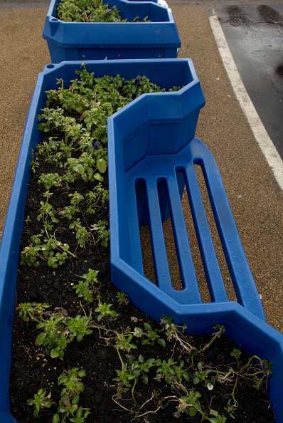 Bench「Recycled plastic bench and planter」:写真・画像(7)[壁紙.com]