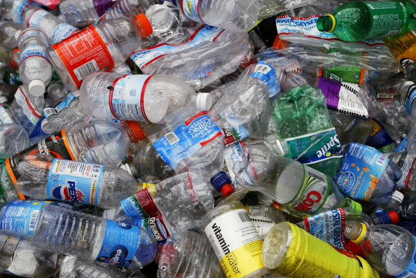 Bottle「Bottled Water Craze Outpaces Recycling Efforts」:写真・画像(0)[壁紙.com]