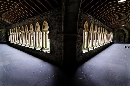 Abbey - Monastery「Cloister of Iona Abbey」:スマホ壁紙(9)
