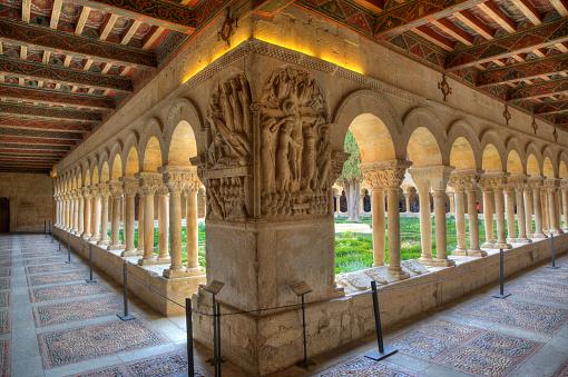 Abbey - Monastery「Cloister of Santo Domingo de Silos Abbey. Burgos」:スマホ壁紙(18)