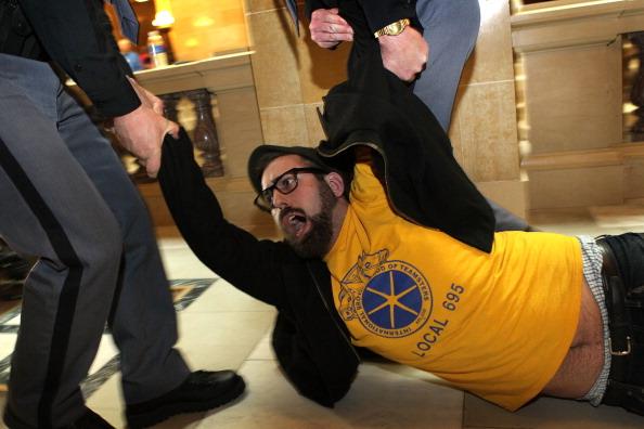 Madison - Wisconsin「Dem. Senators Return To Wisconsin Capitol As Protests Resume After Vote」:写真・画像(13)[壁紙.com]