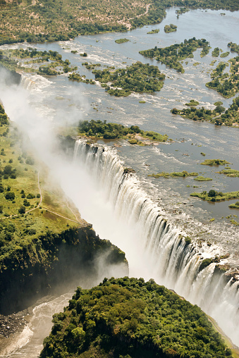縦位置「Border of Zimbabwe and Zambia, aerial view of Victoria Falls」:スマホ壁紙(0)