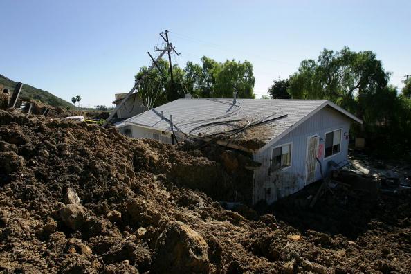 Torrential Rain「La Conchita Residents Return to Damaged Community」:写真・画像(5)[壁紙.com]
