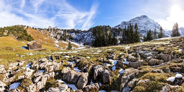 Lechtal Alps「Austria, Arlberg, Saloberkopf, Salobersattel and Mohnenfluh mountains in autumn, panorama」:スマホ壁紙(18)