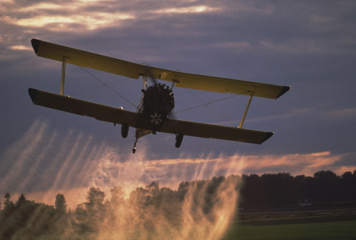 Insecticide「Crop duster flying over Skagit Valley, Washington」:スマホ壁紙(3)